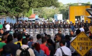 cubanos emigrantes frente a la frontera con Nicaragua.